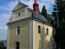 Hylvátský kostel sv. Anny z roku 1755 po nedávné opravě opomíjející věžičku
