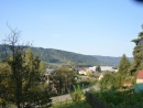 Pohled na část Kerhartic od hřbitova