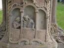 Nebo raději nic nekritizovat a zachovávat tajemství, jako na reliéfu Svaté zpovědi sochy sv. Jana Nepomuckého
