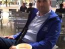 Z přátelské návštěvy v Berlíně-Neuköllnu, chvíle u potřebné kávy.