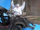 Anděl Dalibor si stále plete pokoru se vzteklým opravářem svého automobilu před technickou kontrolou.