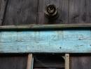Německý nápis zůstal, reliéf Svaté Rodiny s holubicí zmizel
