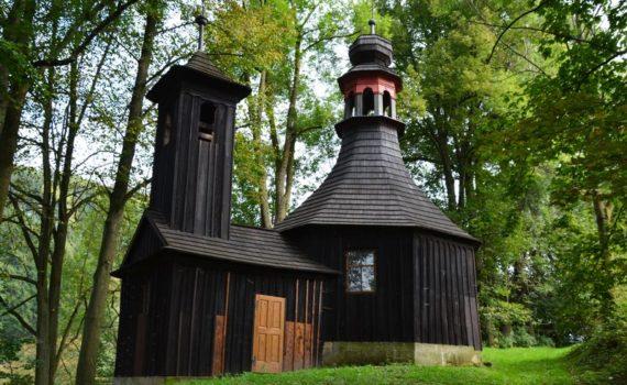 Ojedinělý osmiboký dřevěný kostel P. Marie kolem roku 1800